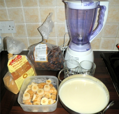 banana-dried-fruit-currants-sultanas-raisins-soya-milk-milkshake-ingredients