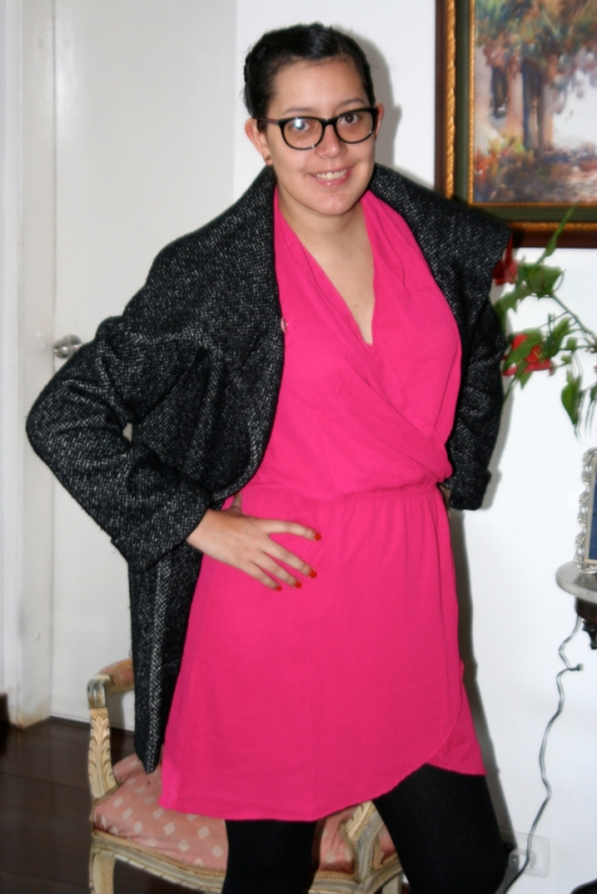 Channeling Diane Von Furstenbern with the iconic wrap dress, she wore it in Hot Pink for today and perfectly framed withing the darker ensemble as well as flattered with the shiny nature of the coat. Very stylish!