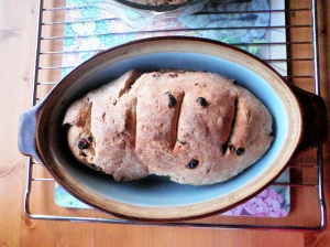 rustic-vegan-raisin-bread-long