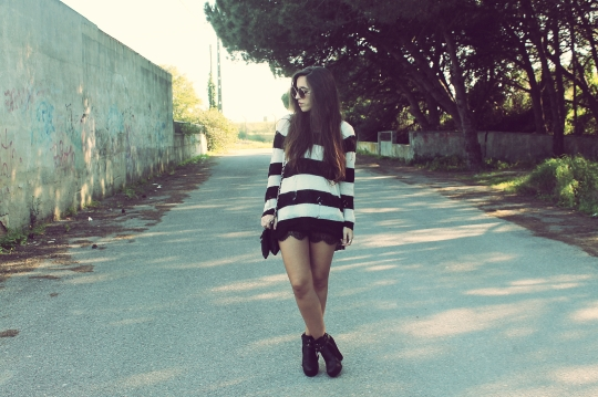 Black White Horizontal Stripes Jumper Sweater Lace Skirt Boots Bag Hat Sunglasses
