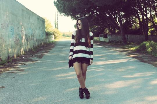 Black White Horizontal Stripes Jumper Sweater Lace Skirt Boots Bag Hat Sunglasses