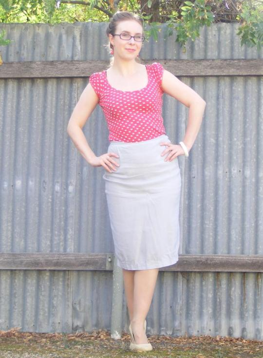 Going for the vintage bombshell today Vanessa adorned her polka dots, pencil skirt, nude tights & heels and of course a matching hair do - I'm sure she's uplifting people's spirits as I type this :-)