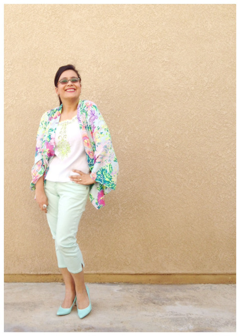Looking very warm weathery today in pastels and floral she's certainly bright with a spring in her step! Loving the kimono and capris combination!