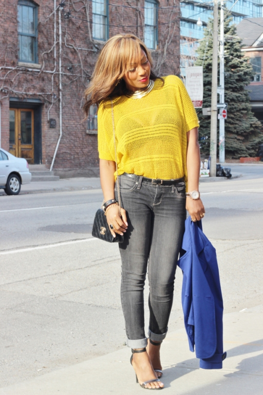 Another lady with whom I'm sharing a style synchronization today! :-D We both went for bright Yellow in combination with another bright colour and I absolutely love the poses in her post! She can also make jeans/denim fancier than thought possible!