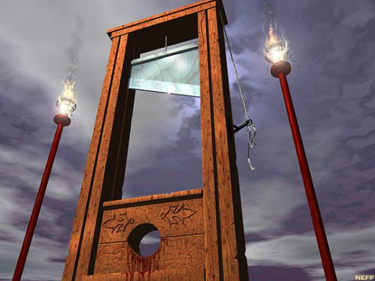 medieval-torture-devices-guillotine