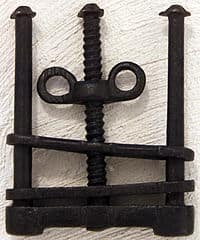 medieval-torture-devices-skull-crusher